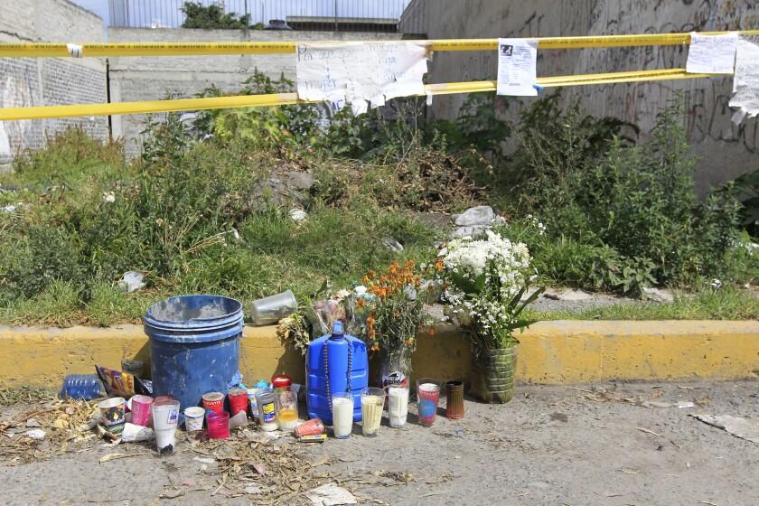Vista del predio donde fue abandonado el cuerpo de una mujer asesinada en el Estado de México (México).