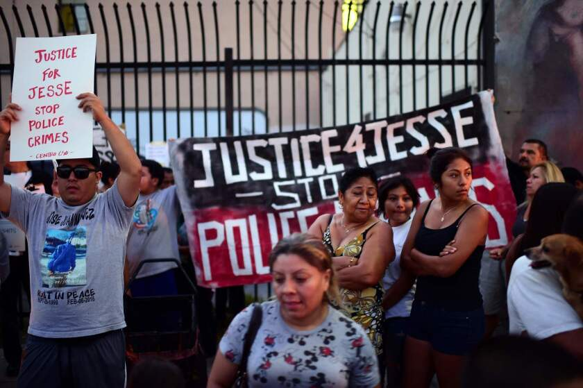 La familia de Jesse Romero, anunció una acción legal contra la ciudad aledaña a Los Ángeles y su Departamento de Policía. AFP PHOTO / Robyn Beck