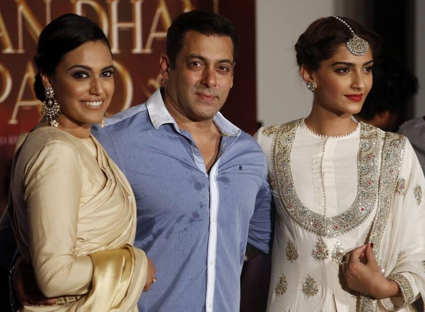'Prem Ratan Dhan Payo' acting trio pose