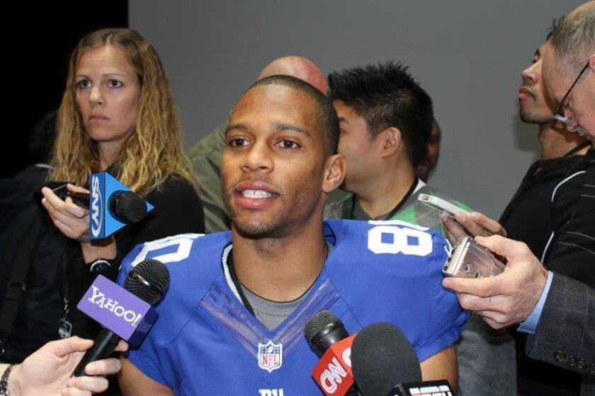 El receptor Victor Cruz, jugador de los New York Giants de la NFL, con los que ganó el Super Bowl XLVI en 2012, contó hoy en esta capital que participará en la Semana de la moda de París, que se celebrara del 27 de febrero al 6 de marzo. EFE/Archivo