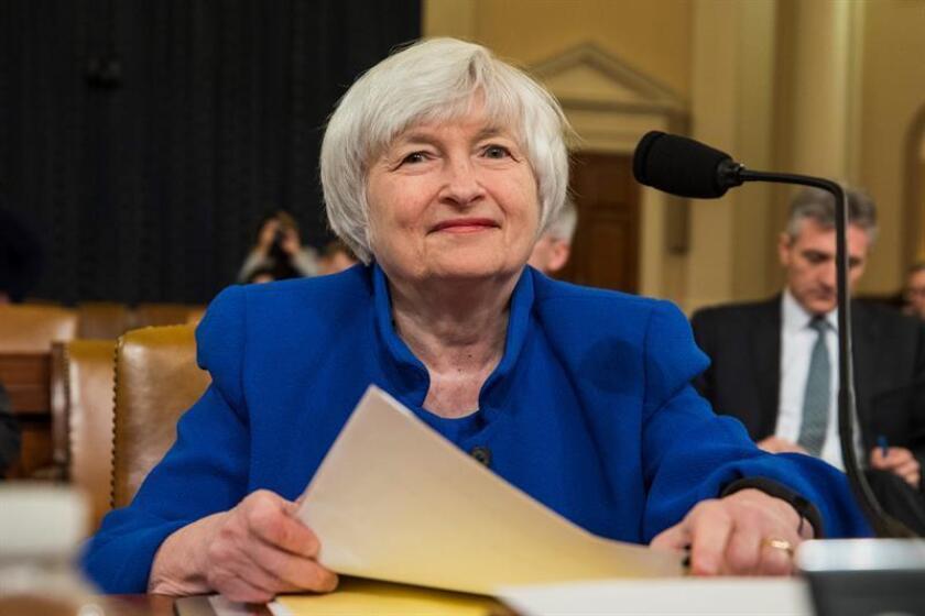La presidenta de la Reserva Federal (Fed), Janet Yellen, deja hoy formalmente el cargo, en el que será reemplazada por Jerome Powell, con satisfacción por el buen estado de la economía aunque reconoció que le habría gustado cumplir otro mandato al frente del banco central. EFE/Archivo