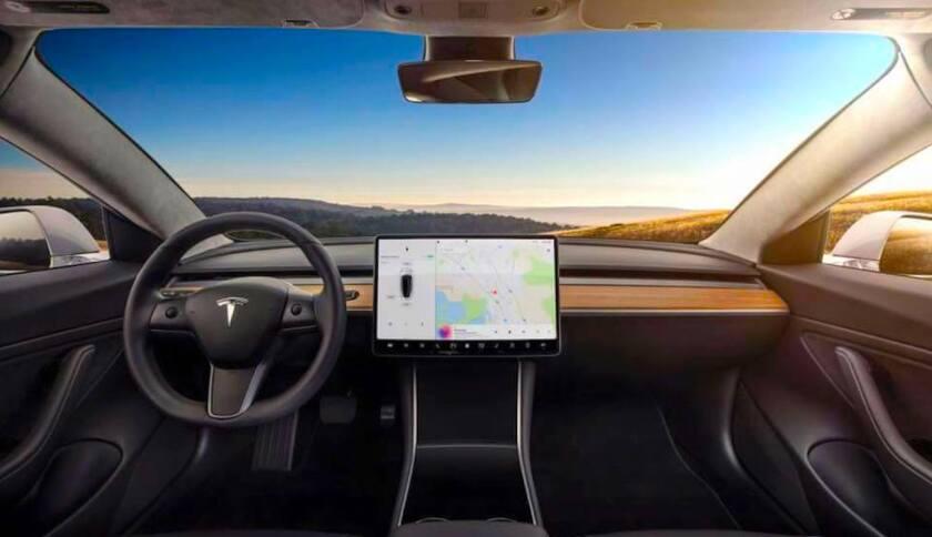 Un vehículo Tesla sin conductor.