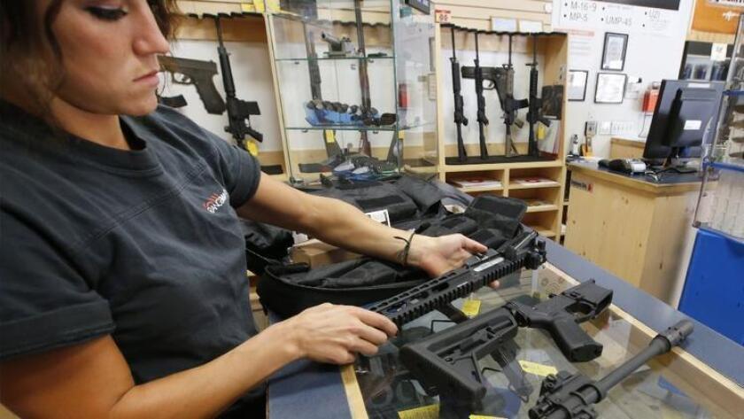 El sondeo, realizado entre 9 y 20 de julio, destaca que el 57% de los jóvenes está de acuerdo en la prohibición de armas semiautomáticas.