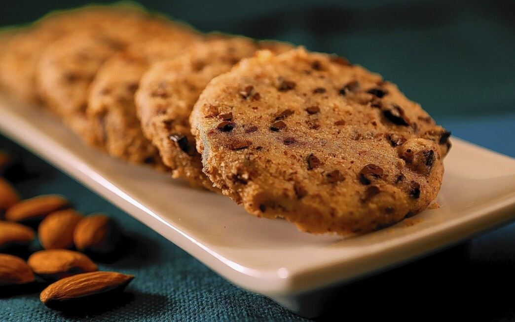 Vegan almond sable cookies with cacao nibs
