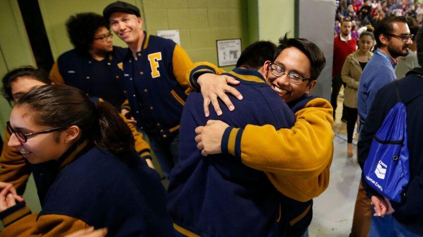 Los estudiantes de la preparatoria Franklin High School celebran durante la realización del evento Super Quiz, etapa del Decatlón Académico del Distrito Escolar Unificado de L.A.
