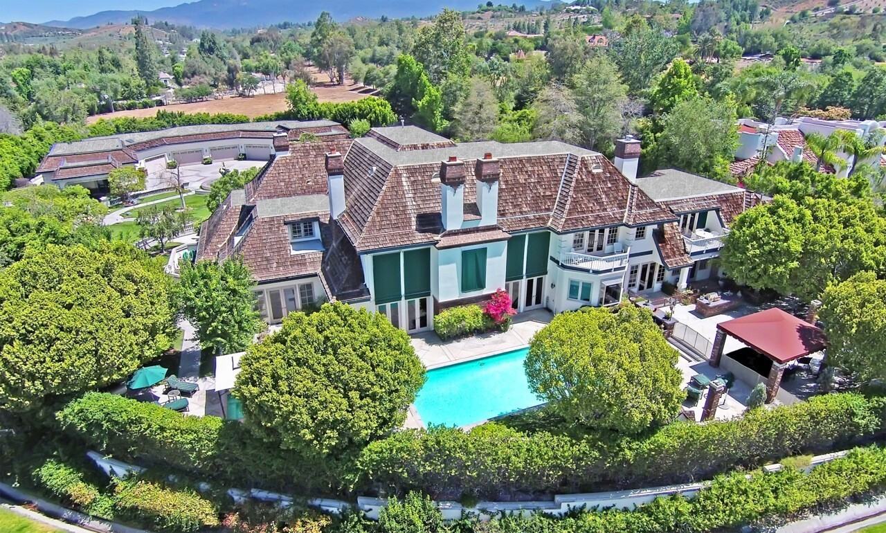 Home of the Day: World-class garage, mansion adjacent