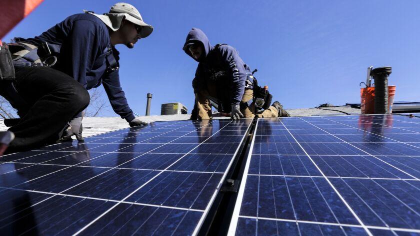 2451929_FI_0204_Agenda_Solar_Panels_IK