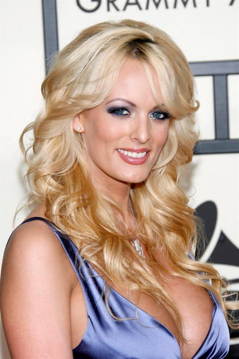 Fotografía de archivo de la actriz porno Stormy Daniels fechada el 10 de febrero de 2008. EFE/Archivo