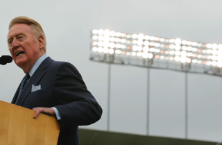 Bill Plaschke: Vin Scully's decision to enter a 67th season