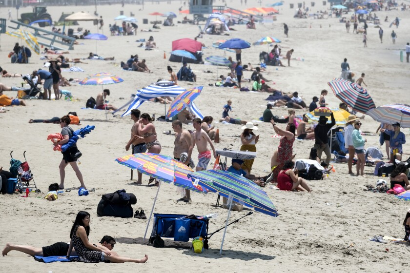 Beachgoers crowd in the heat at Santa Monica Beach on Wednesday, June 16, 2021, in Santa Monica, Calif. (AP Photo/Ringo H.W. Chiu)