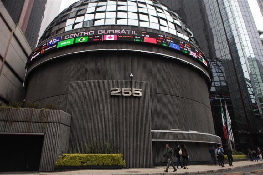 Fachada de la Casa de Bolsa de Valores de México en Ciudad de México (México). EFE