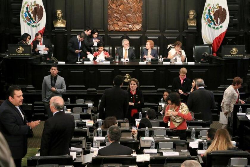 La Asamblea Constituyente de la Ciudad de México hoy, lunes 19 de diciembre de 2016, durante una sesión donde fue aprobado con 74 votos a favor, 18 en contra y una abstención, el primer artículo de la Constitución de la Ciudad de México, que la describe como una entidad federativa autónoma. EFE/STR