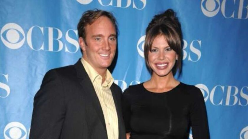Actor Jay Mohr and wife Nikki Cox have sold a home in Woodland Hills for $1.025 million. The Traditional-style house was previously put up for lease for as much as $3,500 a month.