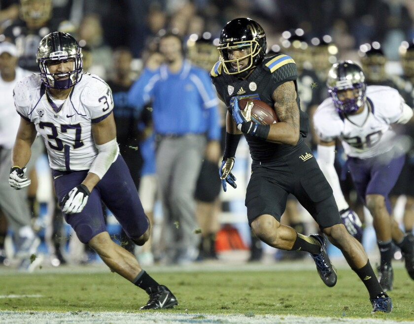 UCLA receiver Devin Lucien scores a 40-yard touchdown against Washington in 2013.