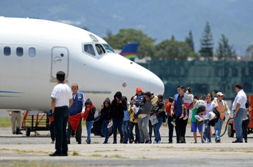 La deportación de inmigrantes guatemaltecos de Estados Unidos aumentó de 26.097 a 28.464 (9 %) en los primeros diez meses de 2016, comparado con igual periodo del año anterior, informó hoy una fuente oficial.