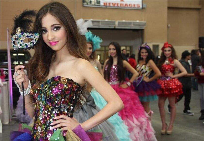 1a2239e90 Diseñadora mexicana crea colección de vestidos para fiesta de ...