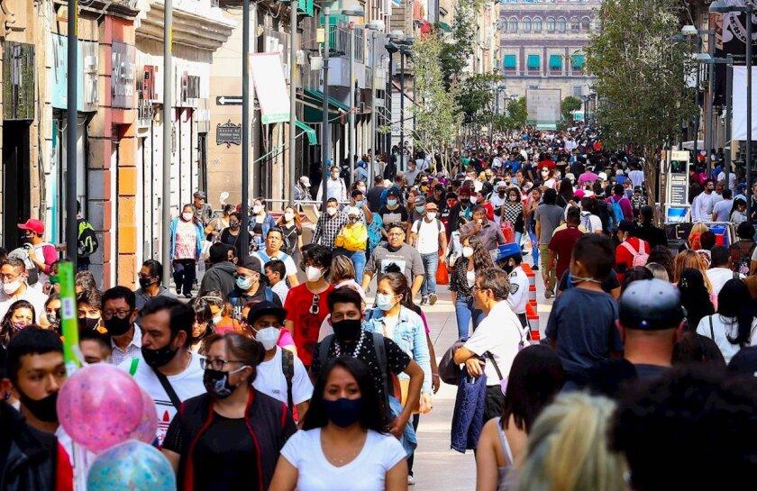 """El 33 % de los mexicanos considera """"muy factible"""" que el coronavirus se haya creado en un laboratorio de Wuhan, China."""