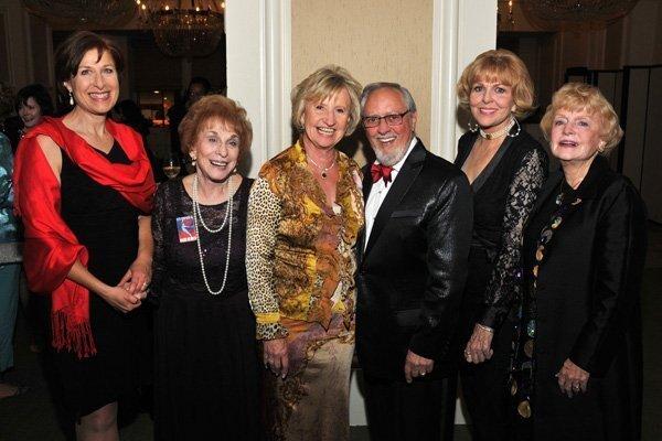 Lisa Kalal, Teresa Fischlowitz, Ruth and Ron Leonardi, Joann Clark, Joan Henkelmann