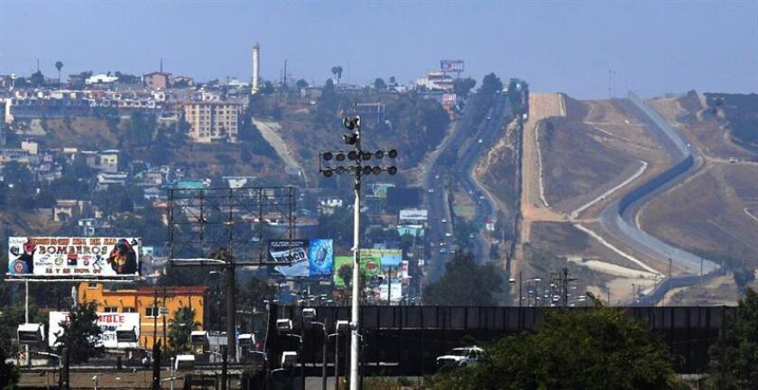 Fotografía de archivo de la frontera entre Estados Unidos y México en San Ysidro, California, (Estados Unidos). EFE/Archivo
