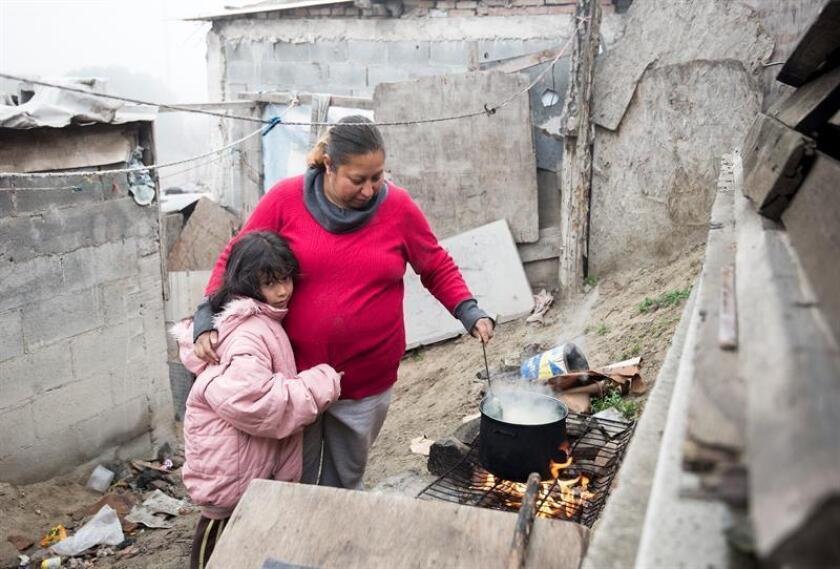 Aunque mejoraron los ingresos, 38,5 % de los trabajadores mexicanos tuvieron un salario inferior al costo de la canasta alimentaria en el segundo trimestre del año, informó hoy el Consejo Nacional de Evaluación de la Política de Desarrollo Social (Coneval). EFE/ARCHIVO