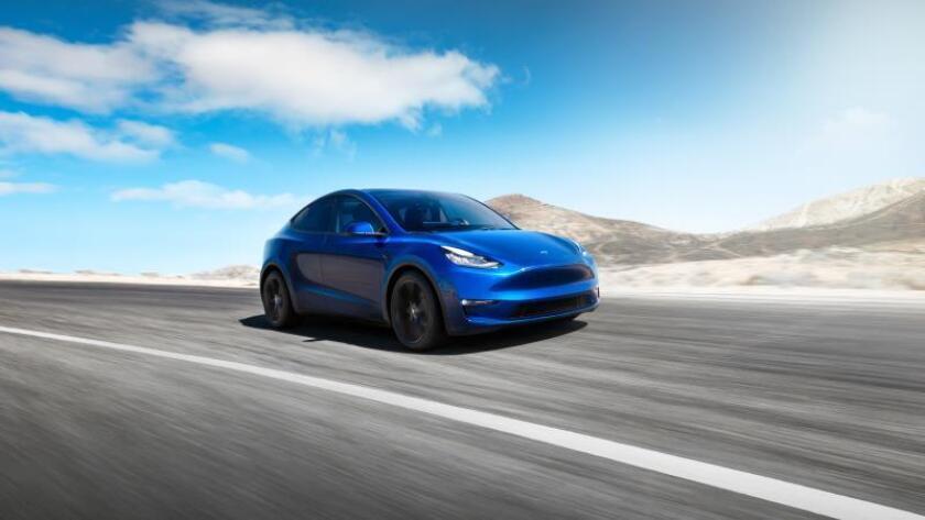 Vista del nuevo modelo eléctrico TeslaModel Y facilitada este viernes. Tesla desveló el jueves día 14 su cuarto vehículo, llamado Model Y, un todocamino SUV más pequeño que el otro todocamino de la marca, el Model X, y que tendrá un precio de entre 39.000 y 60.000 dólares, según anunció el fundador de la compañía, Elon Musk. EFE/Tesla