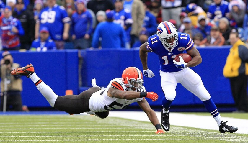 Buffalo Bills' Marcus Thigpen, right, avoids a tackle by Cleveland Browns inside linebacker Chris Kirksey during the first half of an NFL football game, Sunday, Nov. 30, 2014, in Orchard Park, N.J. (AP Photo/Bill Wippert)