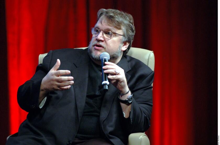 Sólo un mexicano puede gozar tanto de la vida y, al mismo tiempo, hablar de oscuridad y terror, opinó Guillermo del Toro.