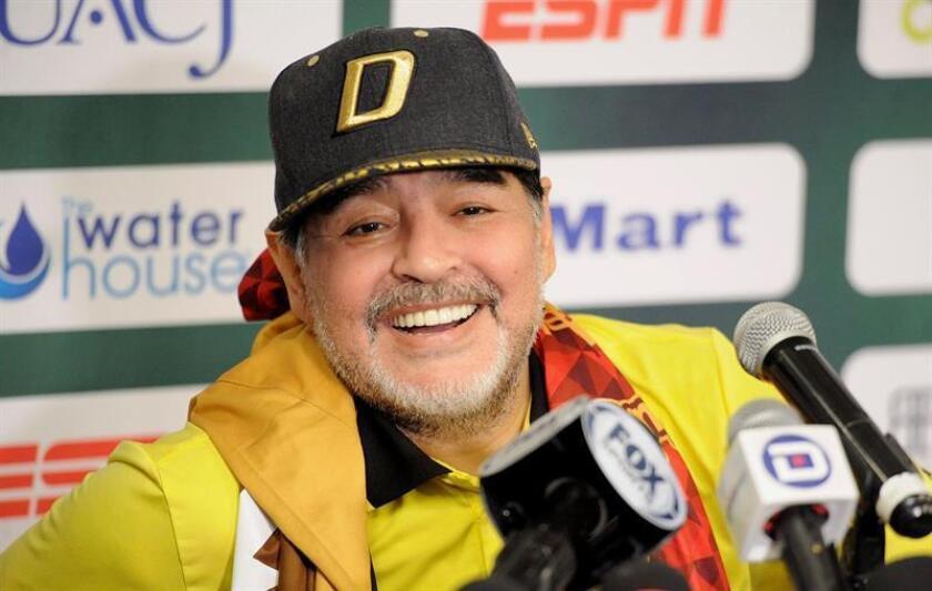 El técnico argentino de Dorados de Sinaloa, Diego Armando Maradona habla ayer, sábado 24 de noviembre de 2018, durante una rueda de prensa al termino del juego de la semifinal de vuelta en Ciudad Juárez, en el estado de Chihuahua (México). EFE