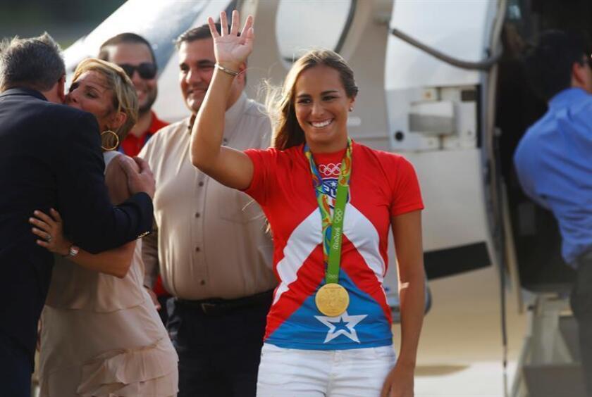First Bank de Puerto Rico presentó hoy los logros obtenidos durante 2016, sus planes de crecimiento y la evolución de su posición, así como una alianza con la tenista Mónica Puig, primera medallista de oro en las pasadas olimpiadas, que será su portavoz durante los próximos tres años. EFE/ARCHIVO