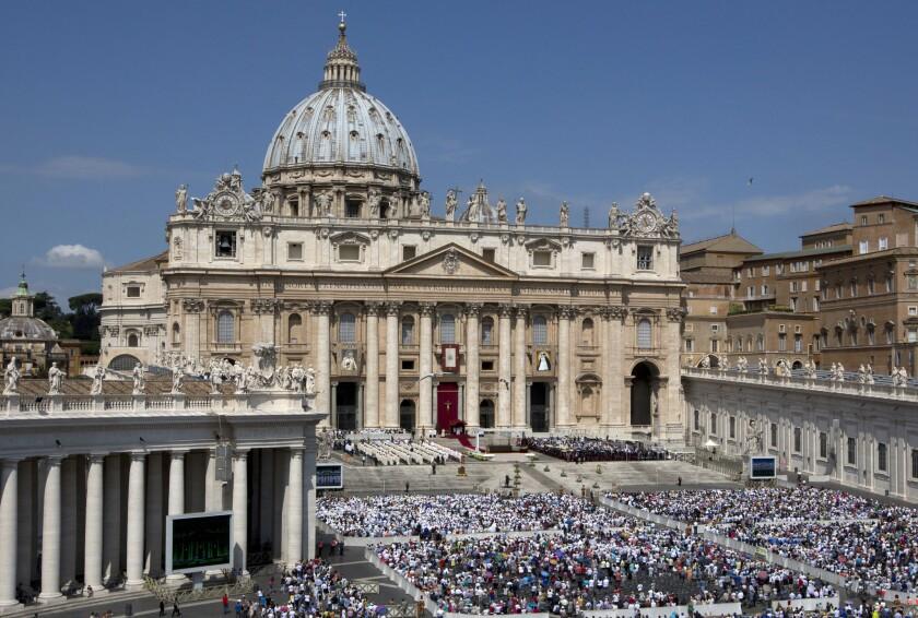 Una vista general de la Plaza de San Pedro, en el Vaticano, durante una ceremonia de canonización encabezada por el papa Francisco el domingo 5 de junio de 2016. (Foto AP/Alessandra Tarantino)
