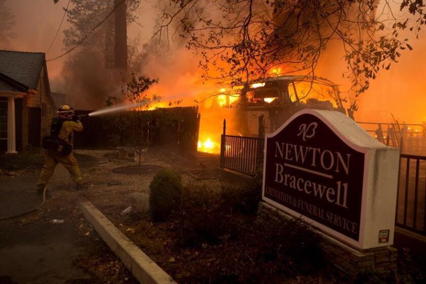 Vista del incendio en el condado de Butte, California (EE. UU.). Se ordenó a las comunidades cercanas de Pulga, Paradise y Concow que evacuen la zona.EFE