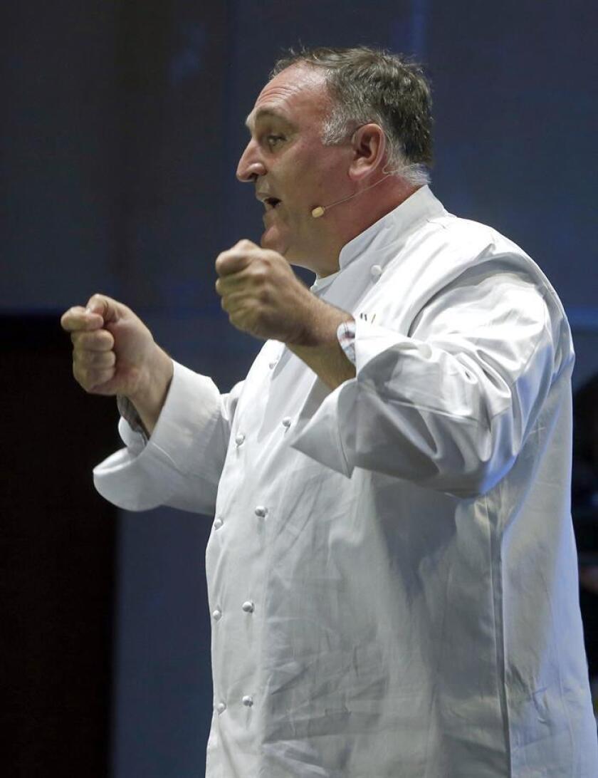 El chef José Andrés durante una ponencia. EFE/Archivo