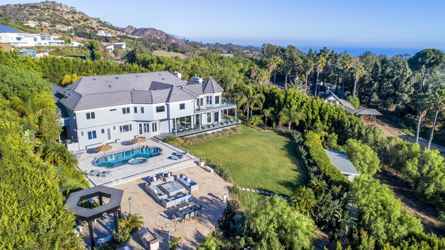 Russell Peters' Malibu home | Hot Property