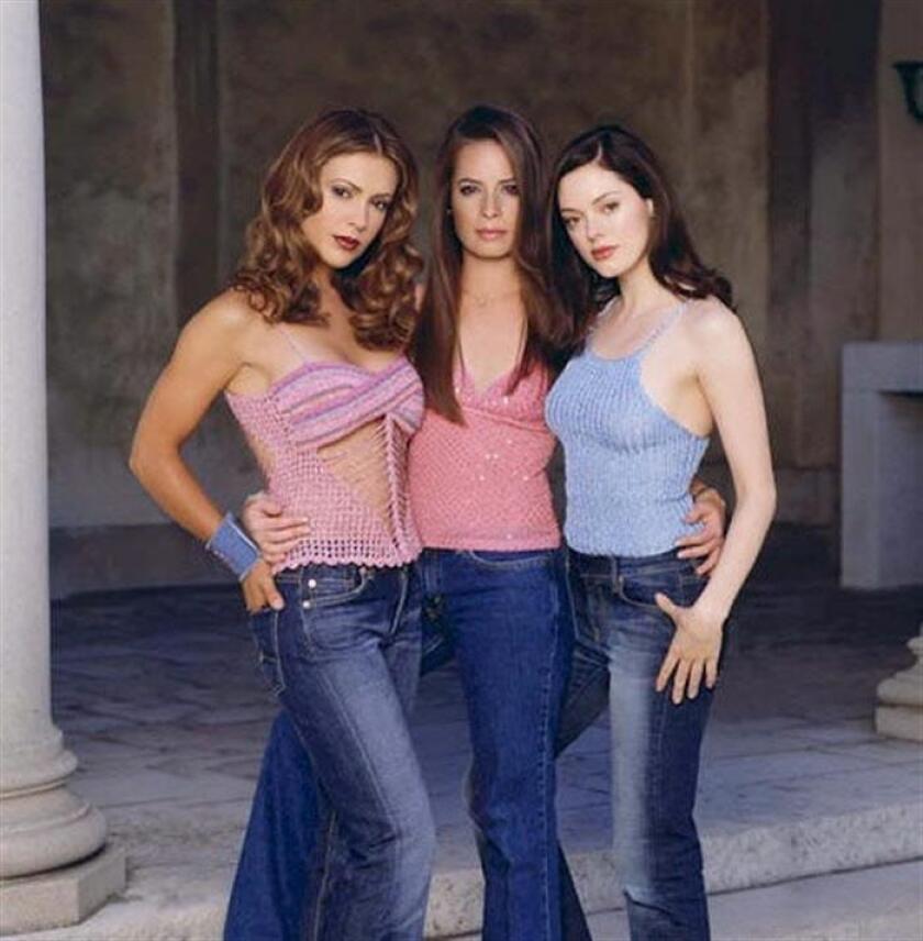 """La cadena televisiva The CW se encuentra en la primera fase de producción para una nueva versión de la serie """"Charmed"""", informó hoy el medio especializado The Hollywood Reporter. La popular serie """"Charmed"""" (1998-2006) giraba en torno a las aventuras de tres hermanas brujas en su lucha contra las fuerzas del mal. EFE/ARCHIVO"""