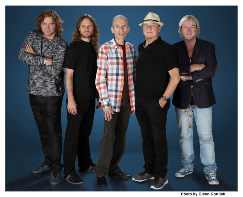 La agrupación de rock progresivo Yes en su formación actual, que se presentó en el Grove de Anaheim y lo hará mañana en L.A.