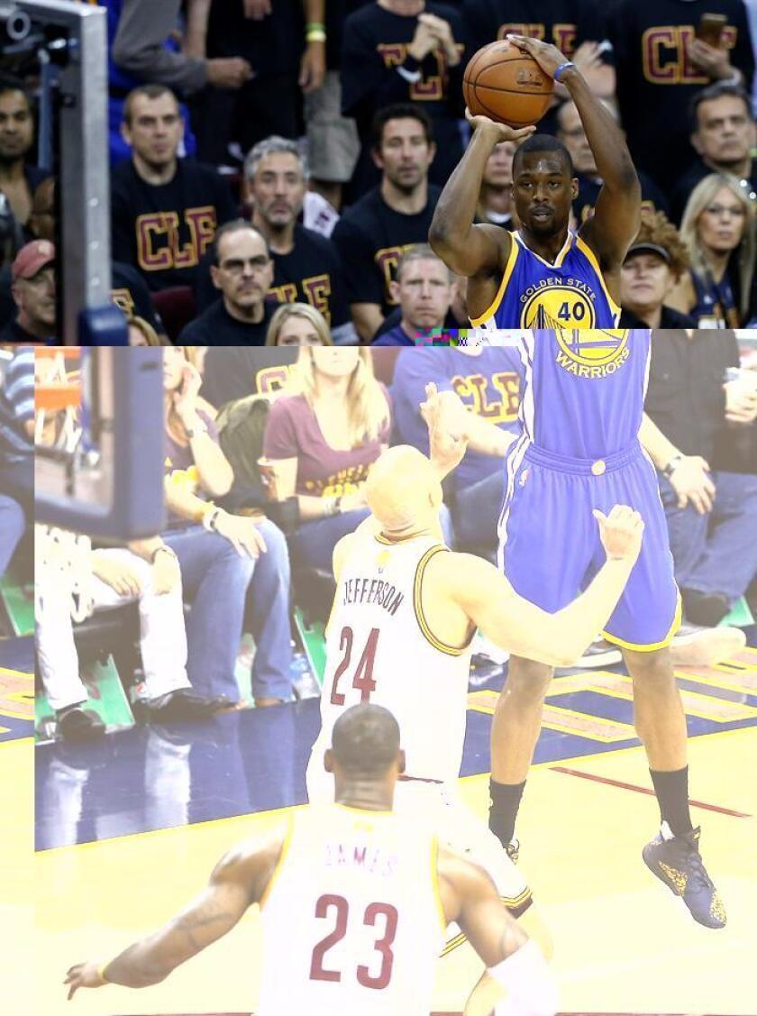 El jugador de Warriors Harrison Barnes (d) lanza hacia la cesta ante la marca de Richard Jefferson (c) y LeBron James (i), de Cavaliers. EFE/Archivo