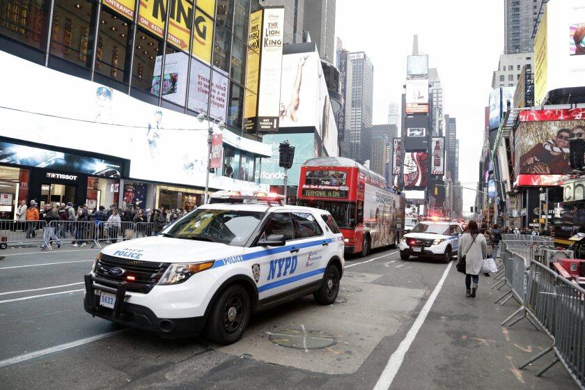 La Policía patrulla durante los preparativos para fin de año en Times Square en Nueva York (EE.UU.) hoy, miércoles 30 de diciembre de 2015.