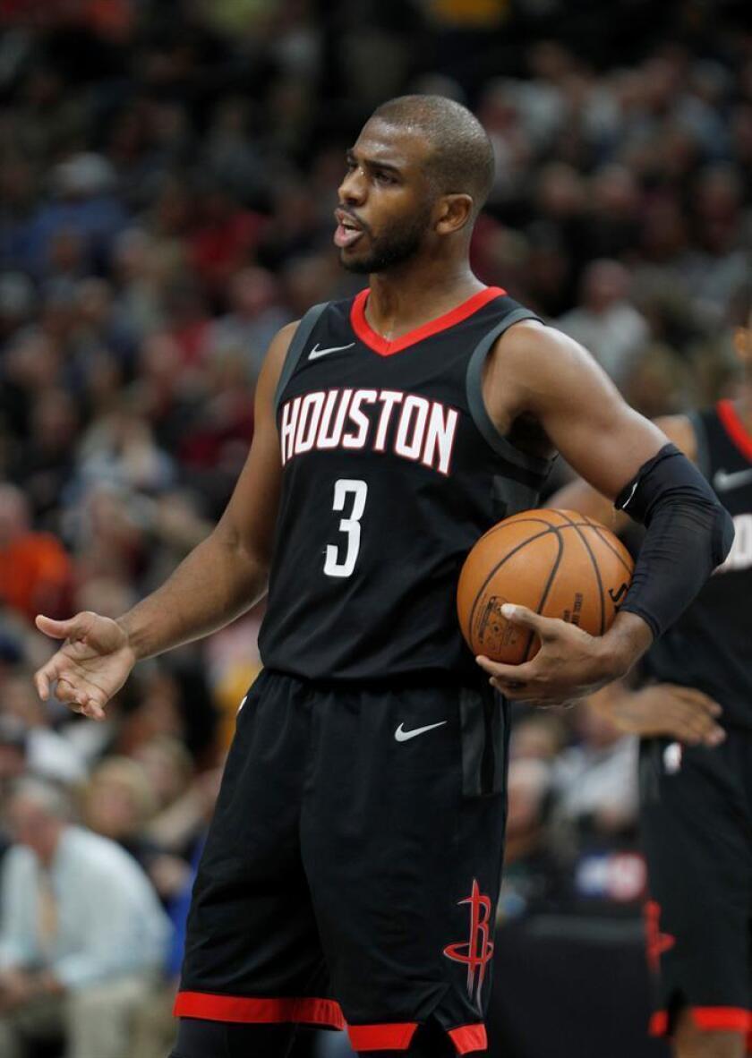 Chris Paul de Rockets durante un partido de la NBA. EFE/Archivo