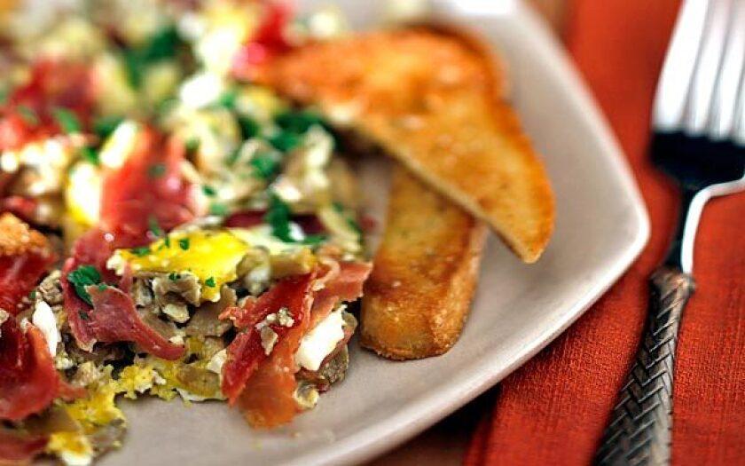 Scrambled eggs with wild mushrooms and ham <i>(revuelto de setas y jamon)</i>