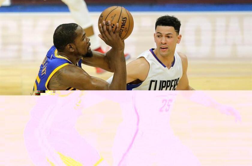El jugador de los Angeles Clippers Austin Rivers (d) lucha por el balón con Kevin Durant, de los Golden State Warriors, durante su partido de la NBA disputado en Los Ángeles, California (EEUU), el pasado 7 de diciembre de 2016. EFE/Archivo