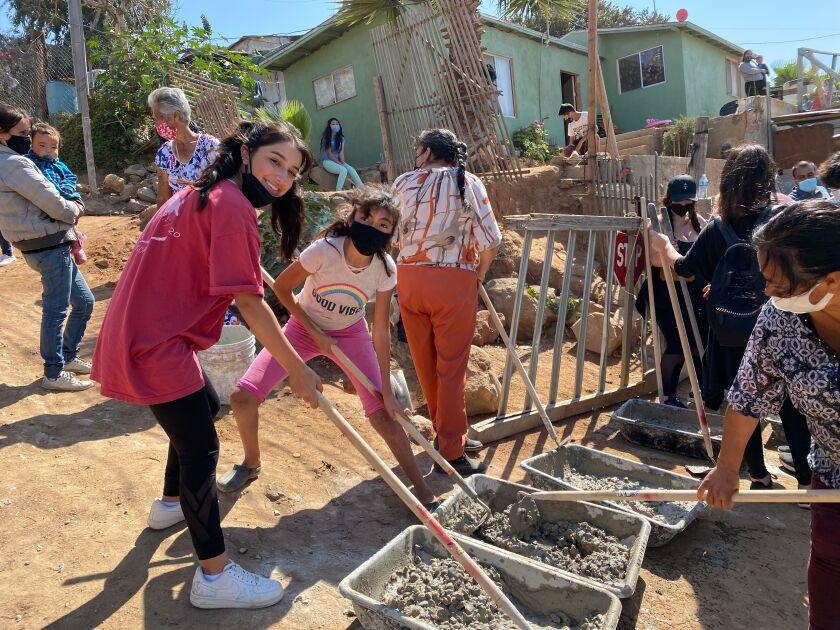 Daniella Benítez helps prepare a concrete slab.