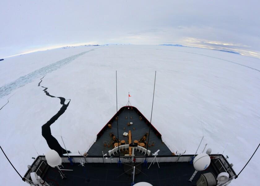 Cutter Polar Star breaking ice
