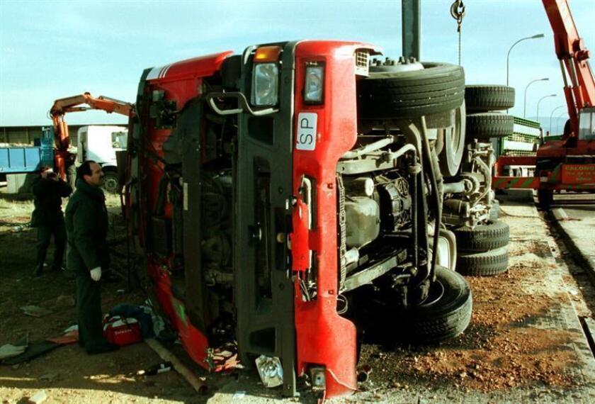 El accidente del camión, que se salió de la carretera y se volcó, ocurrió alrededor de las 18.00 hora local (24.00 GMT) a la altura del río Bombaná, a unos 5 kilómetros de la colonia (barrio) Francisco Sarabia, en el municipio de Soyaló, explicó la Fiscalía en un comunicado. EFE/Archivo