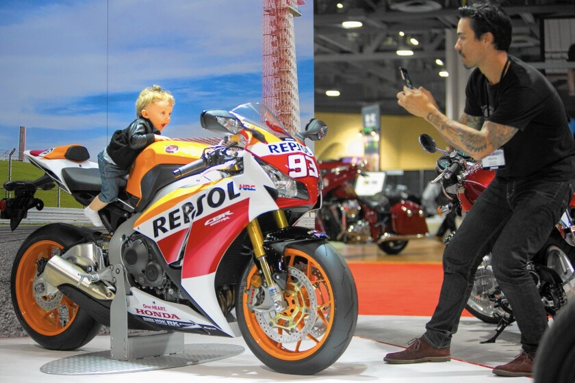 Motorcycle show revs up in Long Beach