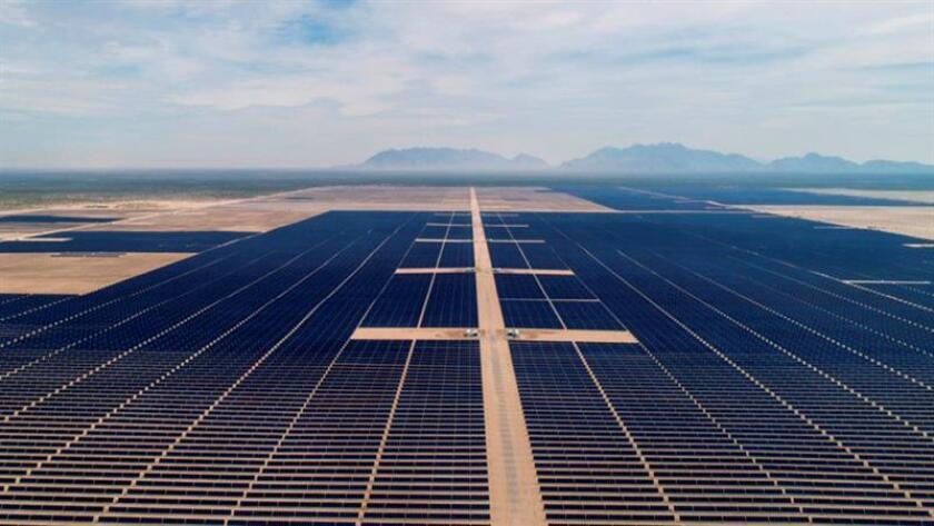 Fotografía cedida por Enel Green Power hoy, jueves 22 de marzo de 2018, que muestra una vista general del Parque Solar Villanueva en el municipio de Viesca, en el estado de Coahuila (México). EFE/Enel Green Power/SOLO USO EDITORIAL