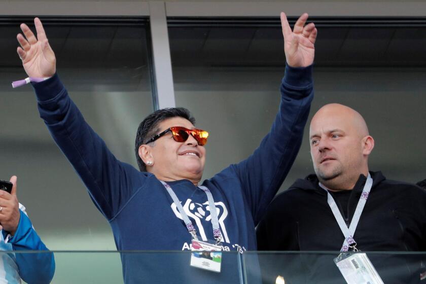 El exfutbolista argentino Diego Armando Maradona, durante el partido Argentina-Islandia, del Grupo D del Mundial de Fútbol de Rusia 2018, en el Estadio del Spartak de Moscú, Rusia, hoy 16 de junio de 2018 (RUSSIA SOCCER FIFA WORLD CUP, Argentina, Iceland, Moscow).