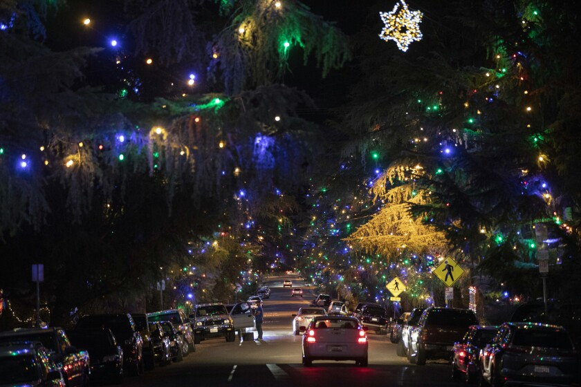 Christmas In Los Angeles.Altadena S Christmas Tree Lane Evokes An Old Fashioned