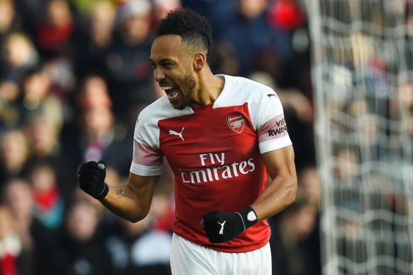 El delantero del Arsenal Pierre-Emerick Aubameyang celebra su gol al Burnley en el Emirates Stadium, Londres. EFE/EPA