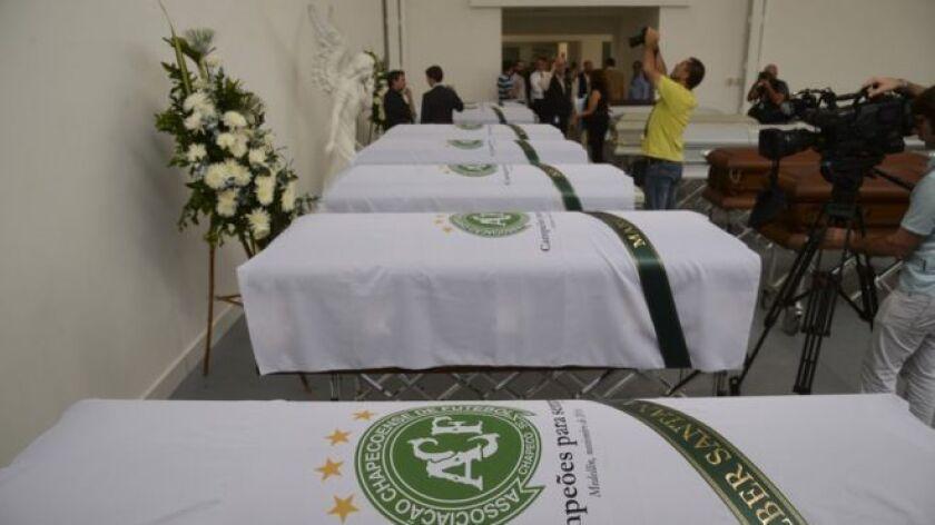 Este viernes empezaron a repatriar a Brasil los restos de los jugadores del club Chapecoense fallecidos en el accidente de avión que tuvo lugar cerca de Medellín, Colombia, el lunes en la noche.