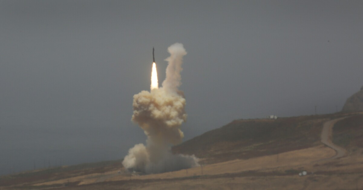 Boeing's $1-billion 'kill vehicle' contract for missile defense is killed - Los Angeles Times